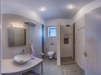 Villa Vouno / Badezimmer